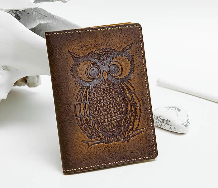 BY140808 Кожаная обложка на паспорт с совой