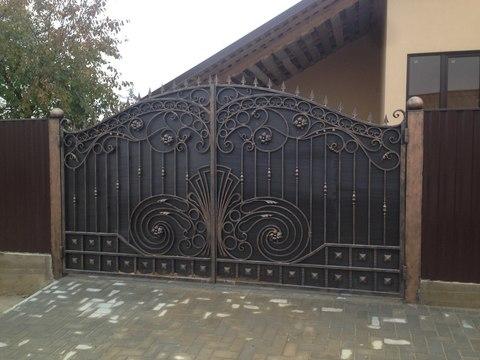 Распашные кованые ворота N-9