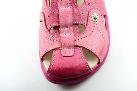 Босоножки Тотто из натуральной кожи с закрытым носом для девочек, цвет розовый. Изображение 10 из 12.