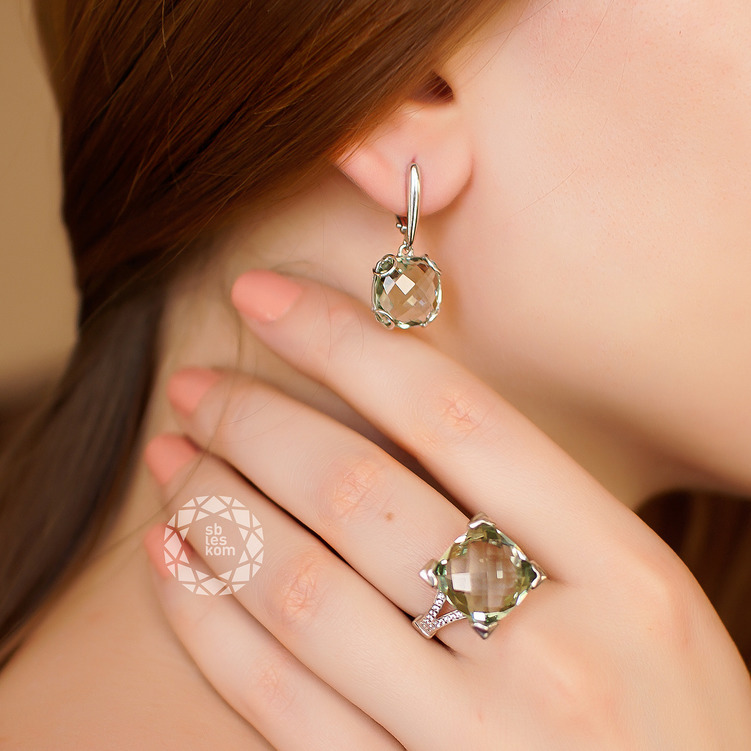 Серебряное кольцо с зеленым аметистом