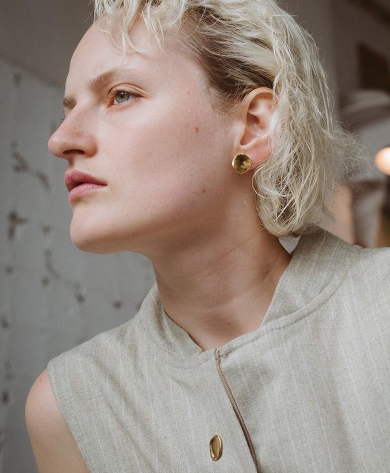 Серебряные круглые серьги-пуссеты с золотым покрытием
