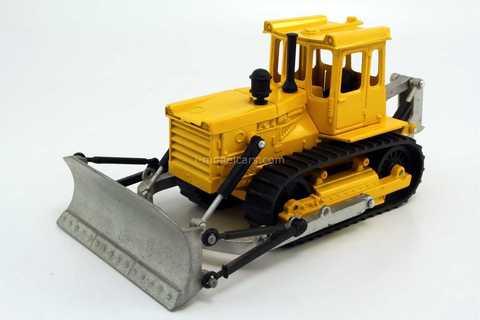 Bulldozer DZ-109B (T-2) yellow-silver Agat Mossar Tantal 1:43