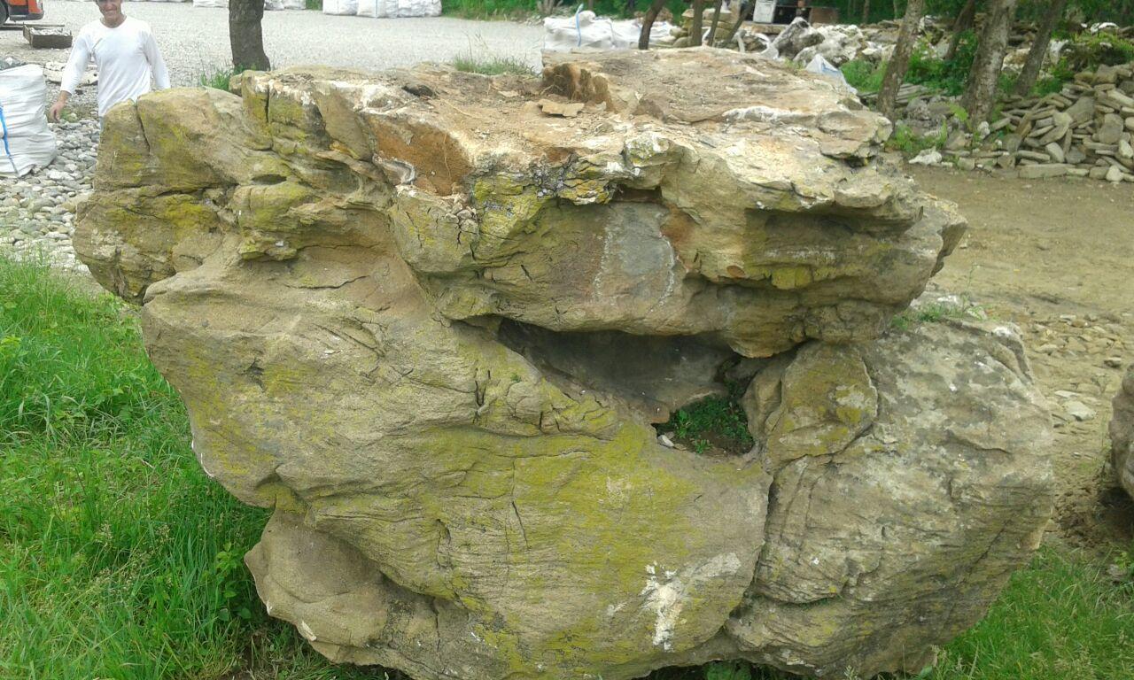 Валун гигант Ласточкино гнездо природный камень