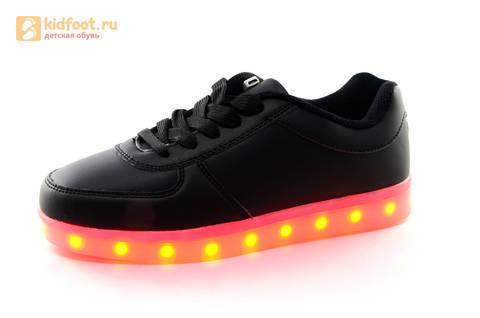 Светящиеся кроссовки с USB зарядкой Fashion (Фэшн) на шнурках, цвет черный, светится вся подошва. Изображение 7 из 27.