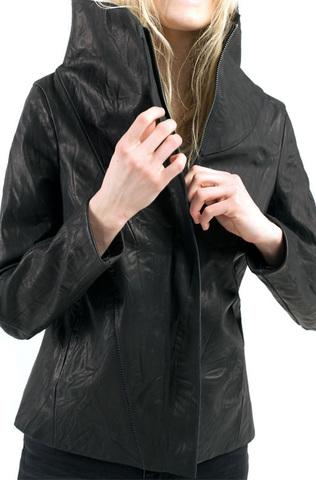 Кожаная куртка с воротом