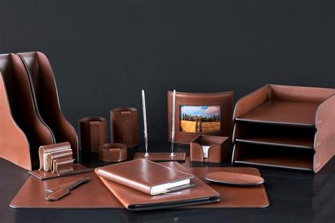 На фото настольный набор руководителя 71119 из 17 предметов кожа LUX Full Grain цвет