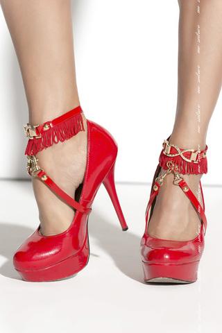 Украшение на ногу с бахромой красное