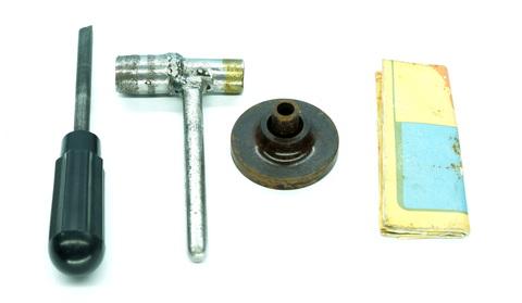 Устройства для регулировки зазоров в клапанах двигателя ГАЗ 21