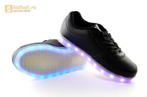 Светящиеся кроссовки с USB зарядкой Fashion (Фэшн) на шнурках, цвет черный, светится вся подошва. Изображение 16 из 27.