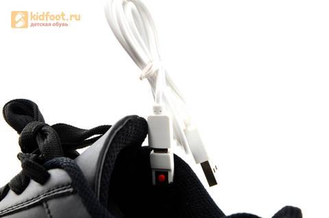 Светящиеся кроссовки с USB зарядкой Fashion (Фэшн) на шнурках, цвет черный, светится вся подошва. Изображение 21 из 27.