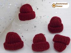 Декор шапочка вязаная темно-красная