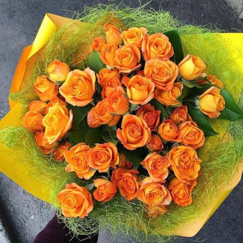 Букет из 19 оранжевых кустовых роз