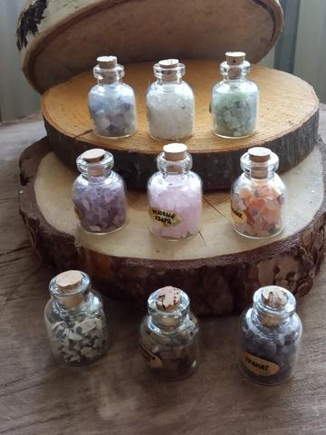Камни в бутылочках