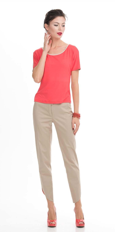 Т-шот М278-616 - Ярко-розовый Т-шот из вискозы разнообразит коллекцию одежды и сделает ваш день ярким и наыщенным. Эта базовая модель свободного кроя с белой вставкой по горловине удобная и женственная вещь на каждый день. Ярко-розовый цвет вещи придаст лицу свежесть. Создавайте с этим Т-шотом яркие образы с юбками, брюками, костюмами и жизнь заиграет новыми красками.