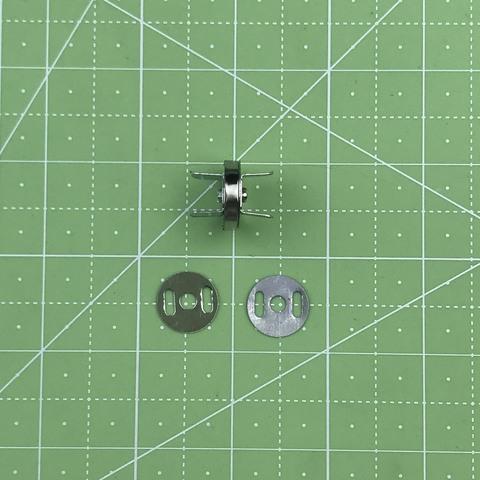 Магнитная кнопка (серебро) с креплением