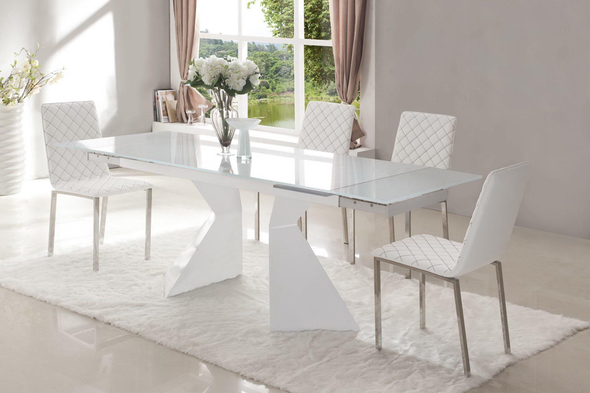 Стол ESF CT992 белый в разложенном состоянии и стулья ESF BZ-692 белый