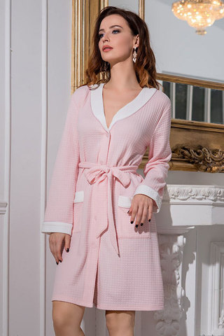 Короткий халат трикотажный женский розового цвета