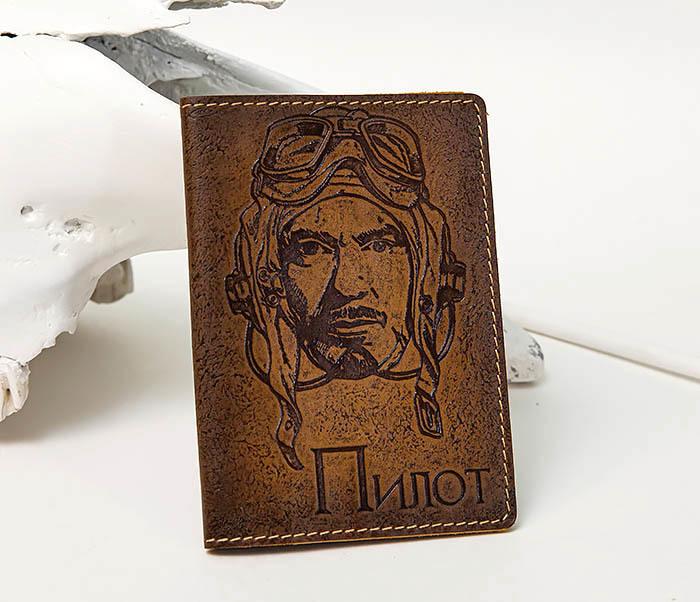 Кожаная обложка на паспорт «Пилот»