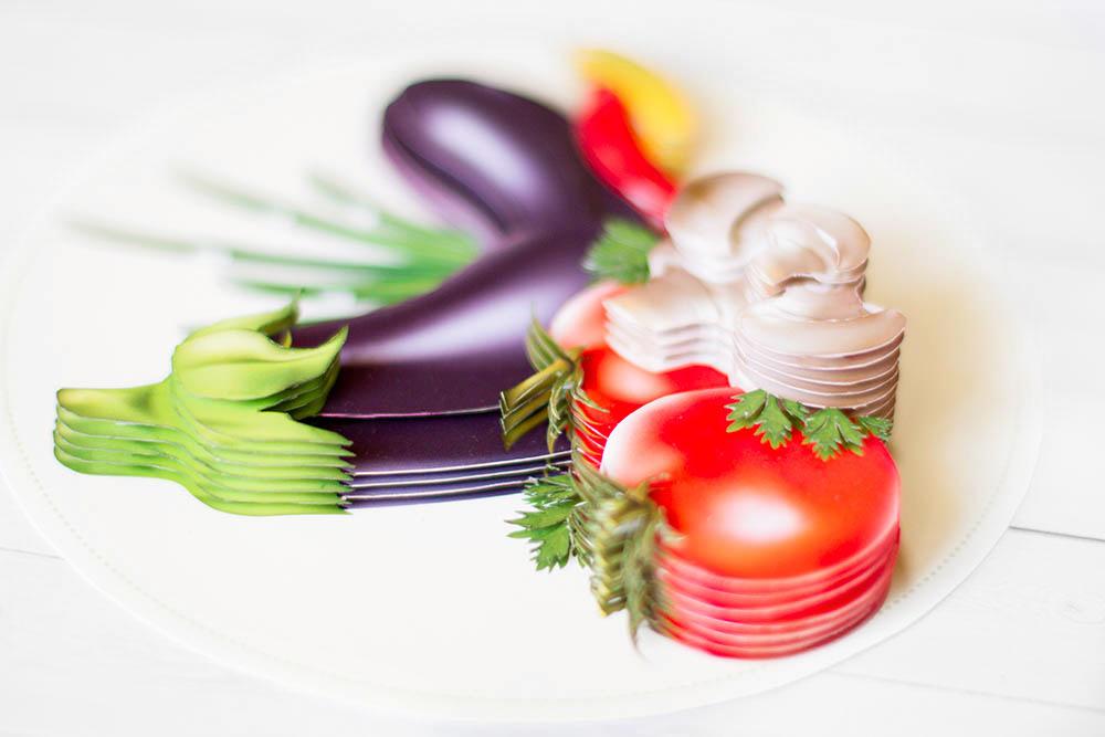 Натюрморт с овощами - готовая работа, вид сбоку.