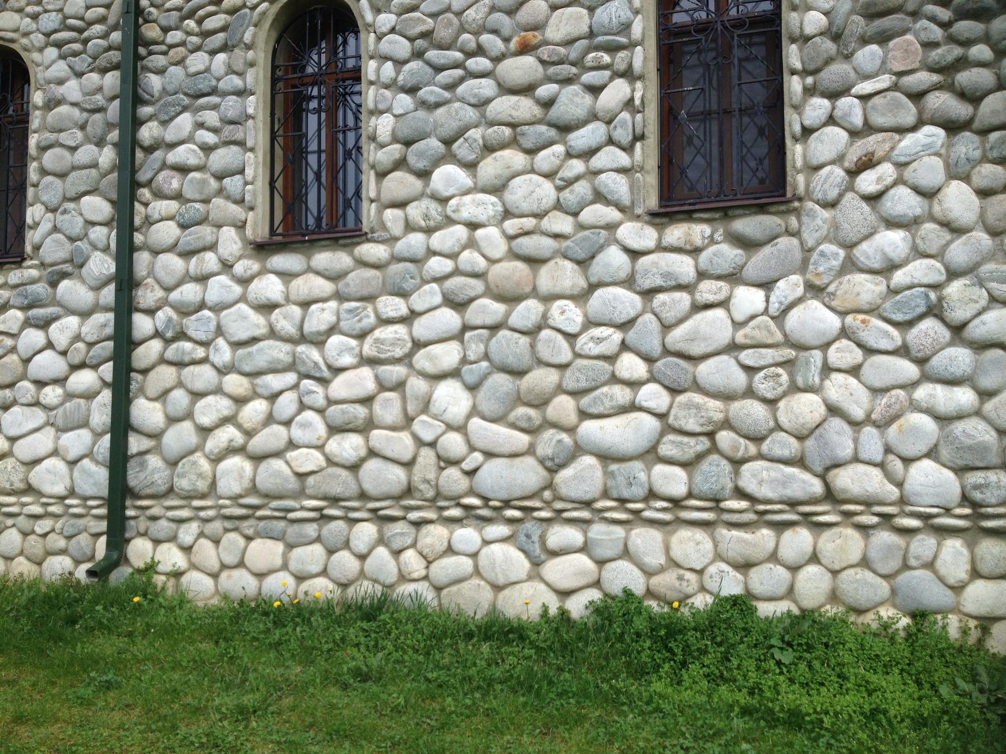 Булыжник отборный плоский Светло-серый облицовка фасада