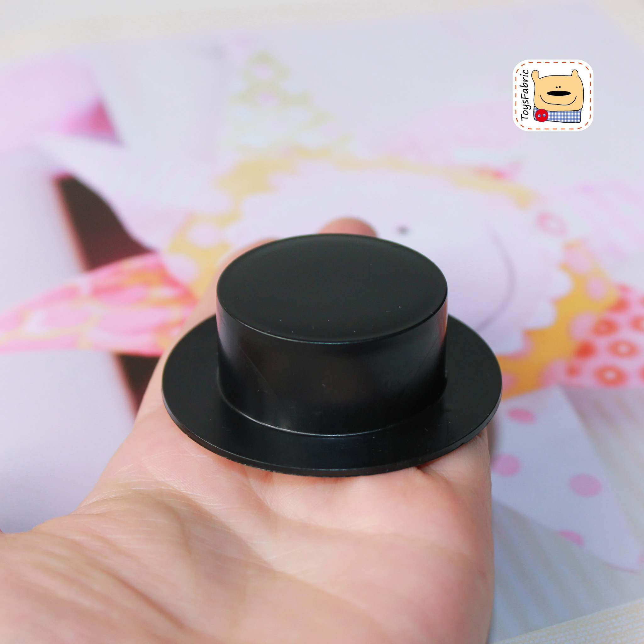 Шляпа чёрная (пластиковая) М51