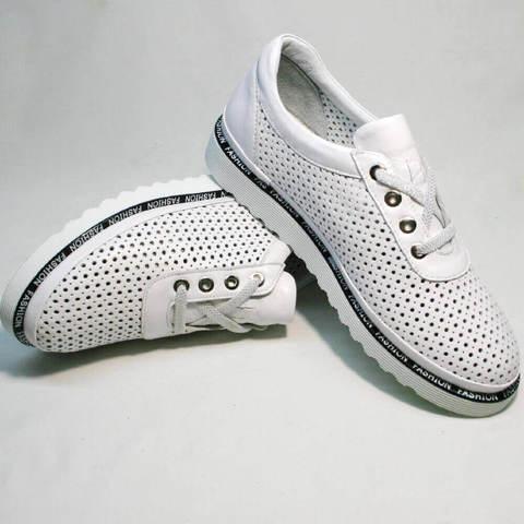 Летние спортивные туфли большого размера. Перфорированные туфли как кроссовки повседневные. Белые кроссовки сникерсы женские Evromoda-AllWhite.