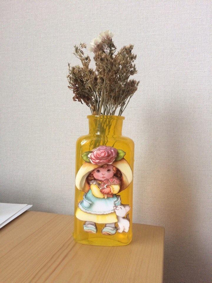 Папертоль Девочка с розами — другой пример декорирования работы.