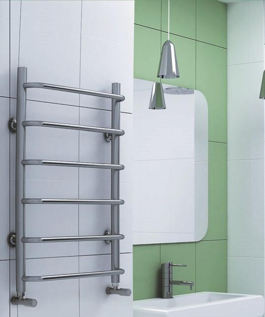 Standart  - водяной полотенцесушитель с перекладинами выдвинутыми вперед.