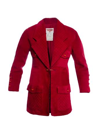 Эффектный удлиненный пиджак из замши красного цвета от Chanel, 38 размер.
