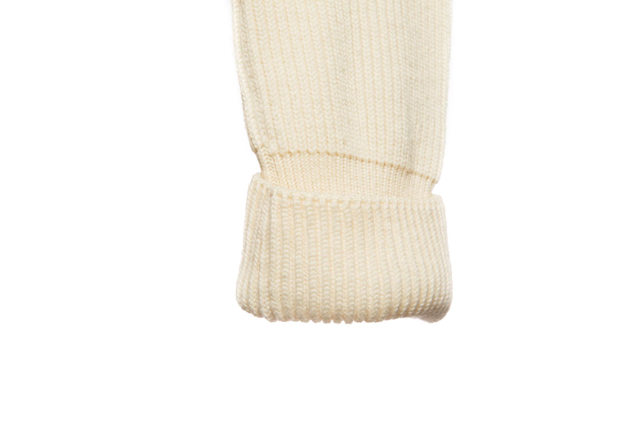 Красивый удлиненный свитер кремового цвета от Chanel, 36 размер.