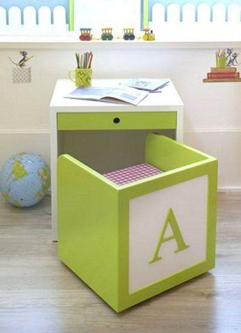 стол и стул для занятий ребенка