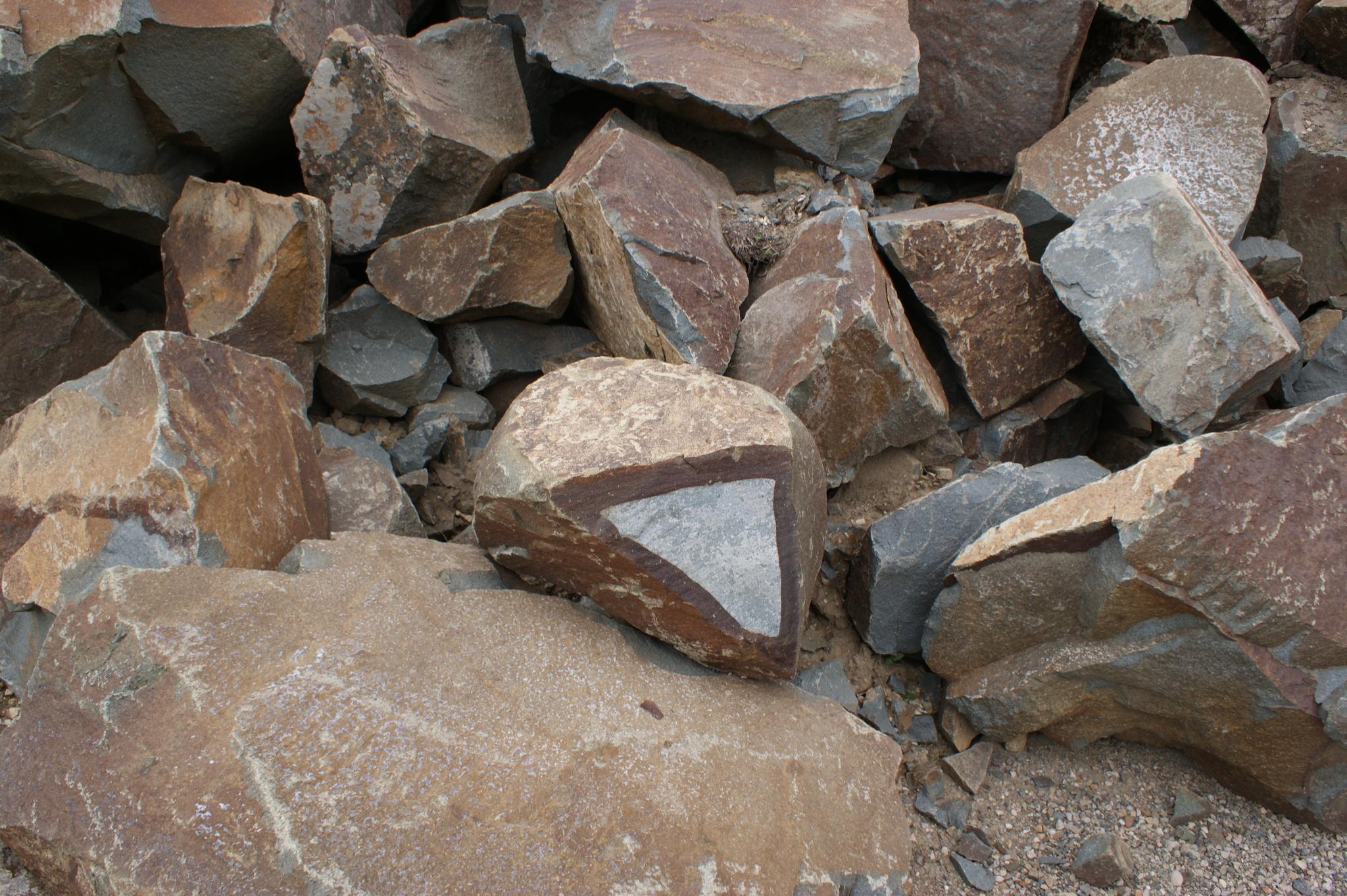 Карьер Глыба камень декоративный Андезит