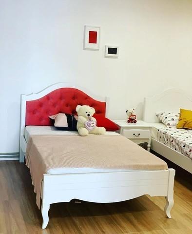Кровать с мягким изголовьем в стиле прованс фото