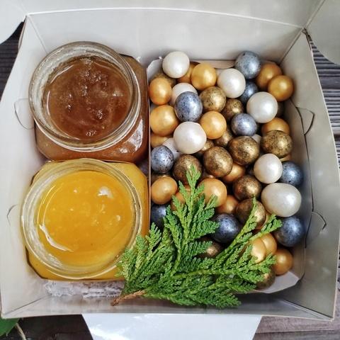 Фотография Подарочный набор с медом и драже купить в магазине Афлора