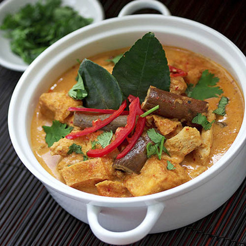 https://static-eu.insales.ru/images/products/1/6218/41236554/red_curry_chicken.jpg