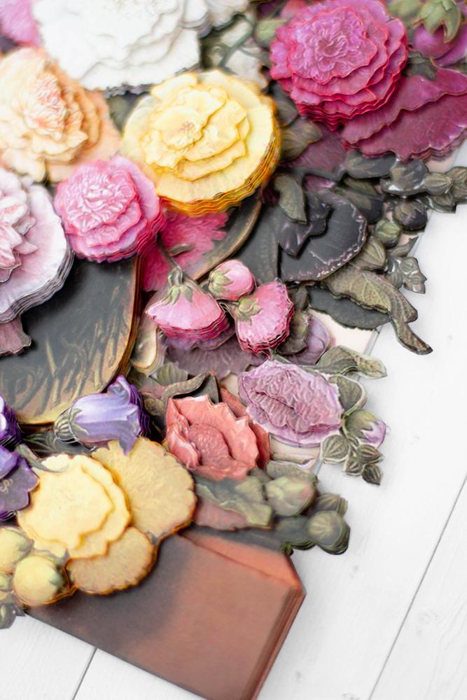 Цветы у окна - готовая работа, детали сюжета.