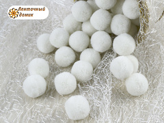 Помпоны кашемировые белые с серым оттенком 20 мм