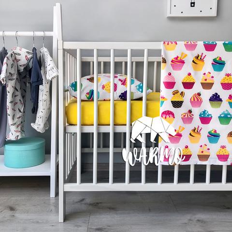комплект в детскую кроватку со сладостями фото
