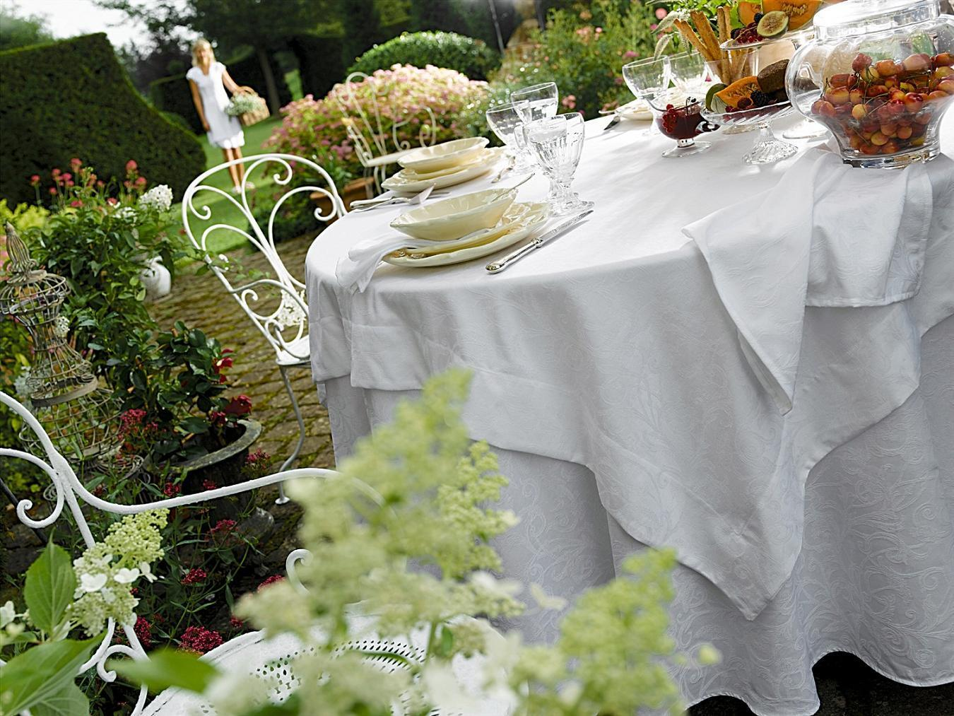 Кухня Скатерть 170x240 и 8 салфеток Blanc des Vosges Ombelle белая skatert-i-komplekt-salfetok-blanc-des-vosges-ombelle-belaya-frantsiya-vid.jpg