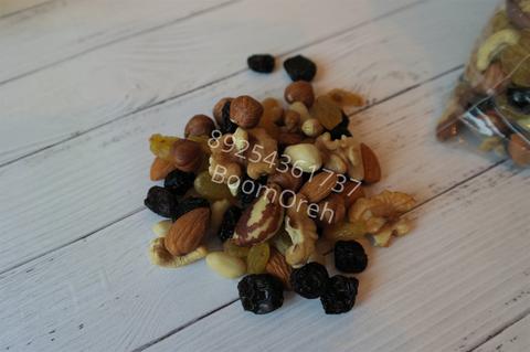 ОРЕХОВЫЙ КОКТЕЙЛЬ ( смесь орехов и изюма )