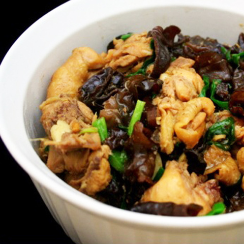 https://static-eu.insales.ru/images/products/1/6247/42948711/chicken_and_black_fungus_oyster_sauce.jpg