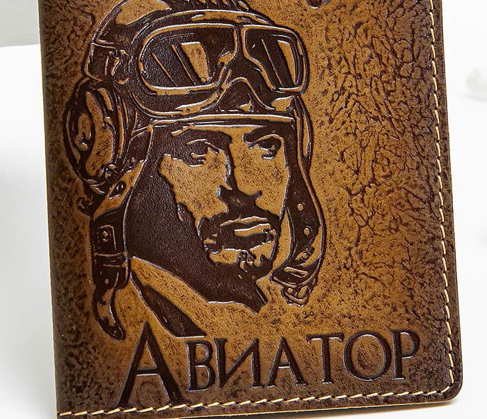 BY140213 Прикольная обложка на паспорт «Авиатор» из кожи фото 02