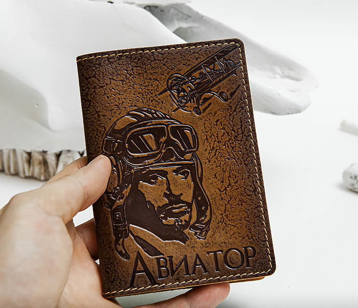BY140213 Прикольная обложка на паспорт «Авиатор» из кожи фото 04