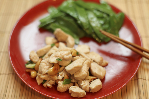 https://static-eu.insales.ru/images/products/1/6268/11139196/Chicken_with_ceshew_new_year.jpg