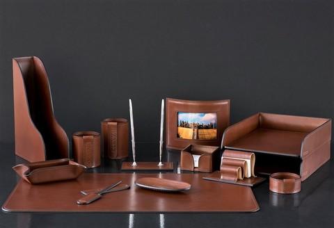 На фото набор на стол руководителя артикул 70519 14 предметов кожа LUX Full Grain цвет