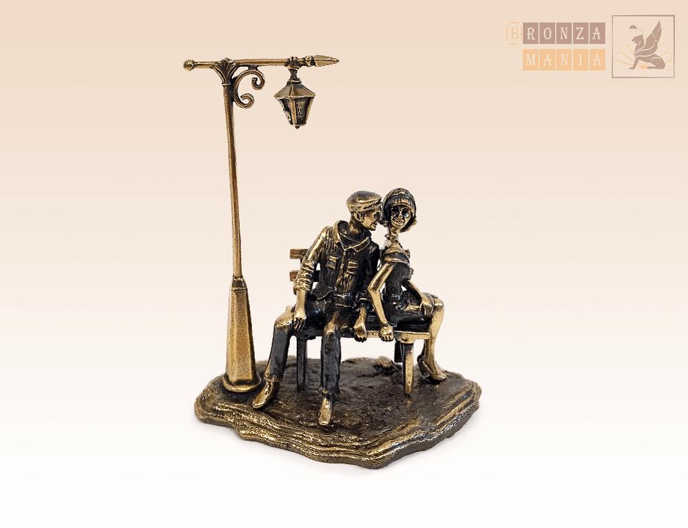 фигурка Влюбленные под фонариком на постаменте из бронзы