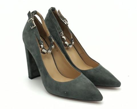 Серые туфли из натурального велюра с оригинальной застежкой вокруг щиколотки
