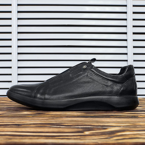 Мужские черные кожаные кроссовки