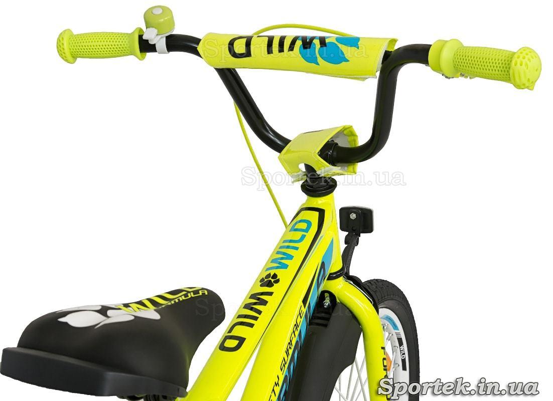 Вид на руль и седло детского велосипеда Formula Wild сзади