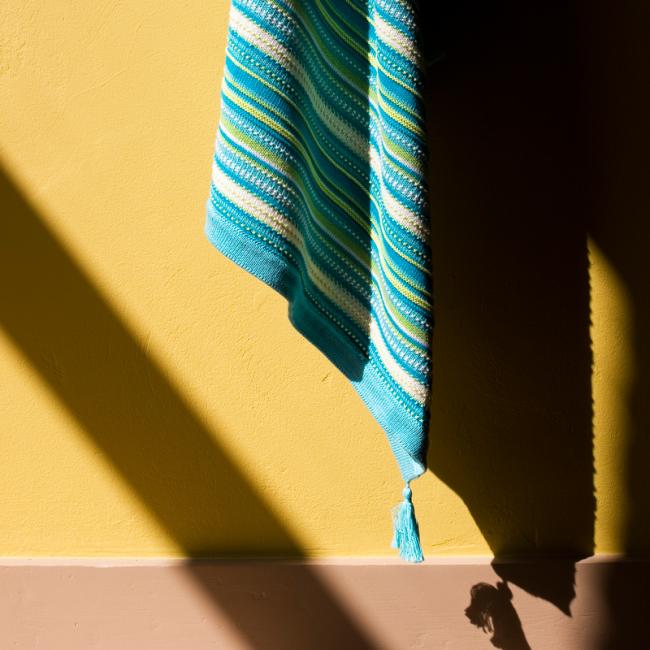 Плед вязаный с кисточками в этно-стиле, 80х110см